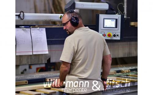 atelier-coupe-de-bois-machine-commande-numerique-charpente-willamann-menuiserie-bitsch