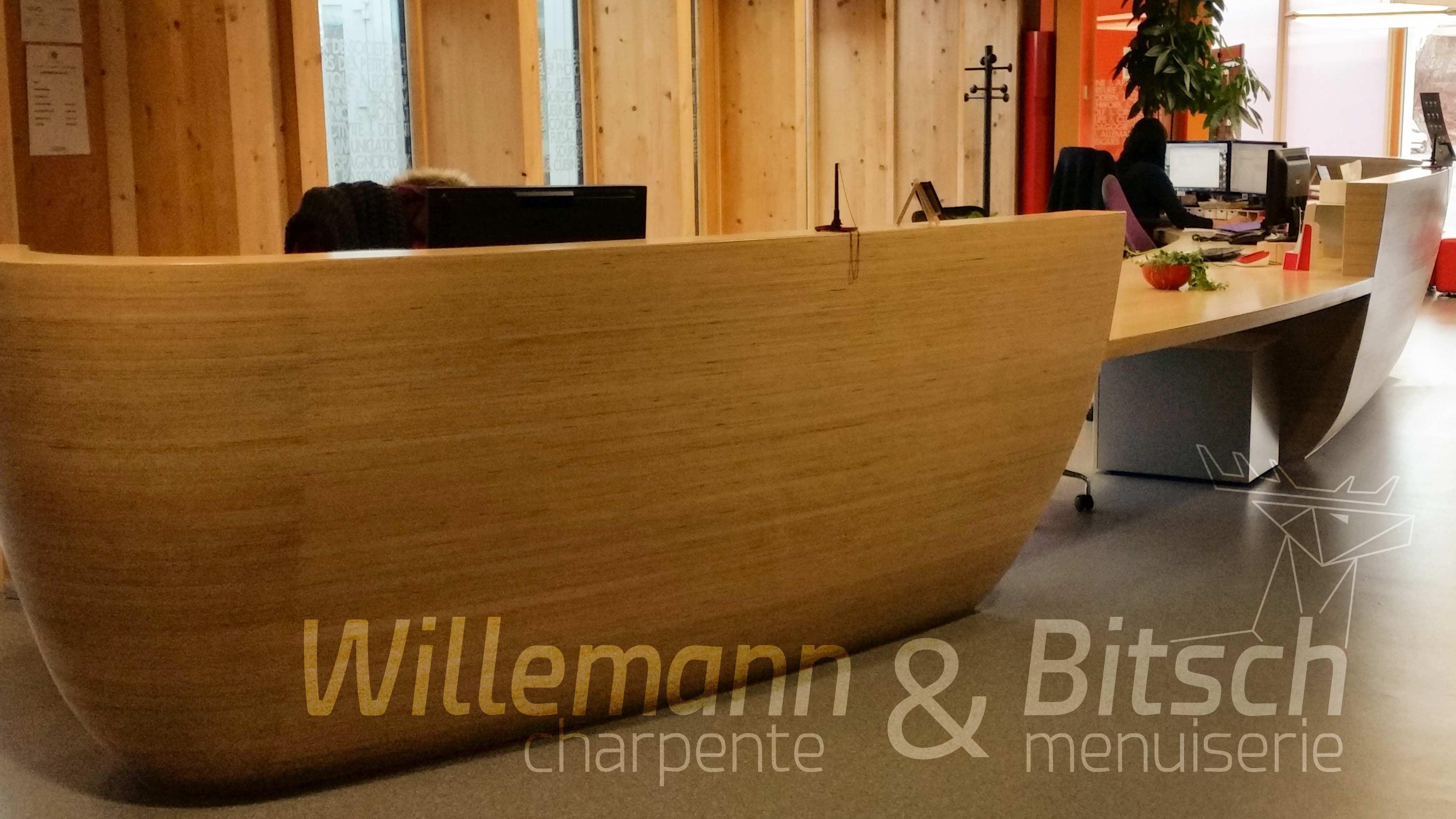 comptoirs banque d'accueil Altkirch Alsace menuiserie Bitsch bois ébénisterie sur-mesure